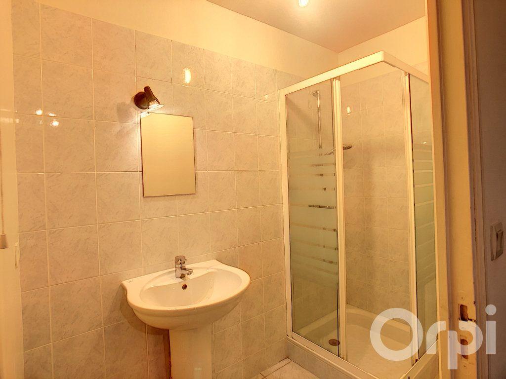 Appartement à louer 4 112m2 à Terrasson-Lavilledieu vignette-5
