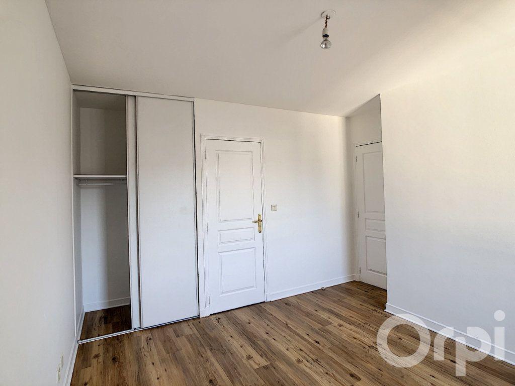 Appartement à louer 4 112m2 à Terrasson-Lavilledieu vignette-6