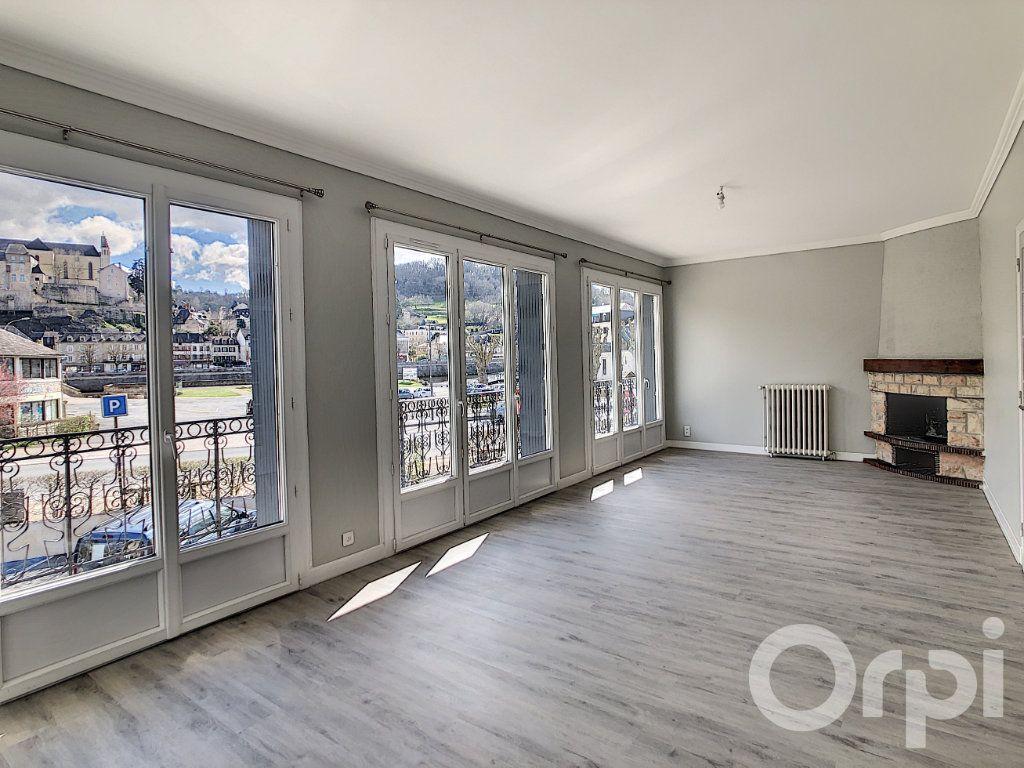 Appartement à louer 5 118.81m2 à Terrasson-Lavilledieu vignette-1