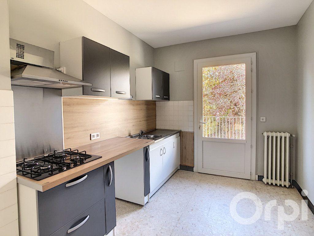 Appartement à louer 5 118.81m2 à Terrasson-Lavilledieu vignette-2