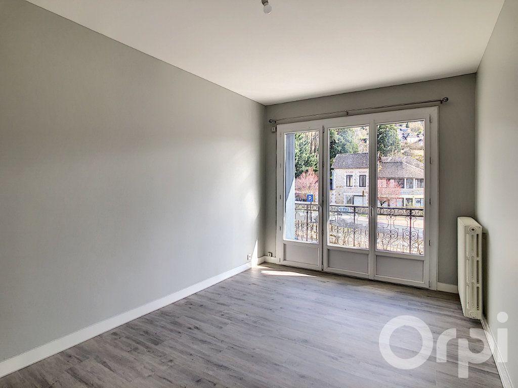 Appartement à louer 5 118.81m2 à Terrasson-Lavilledieu vignette-3