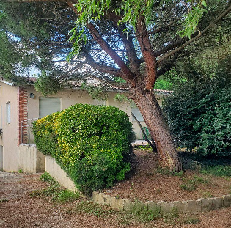 Maison à louer 4 105m2 à Pompignan vignette-2