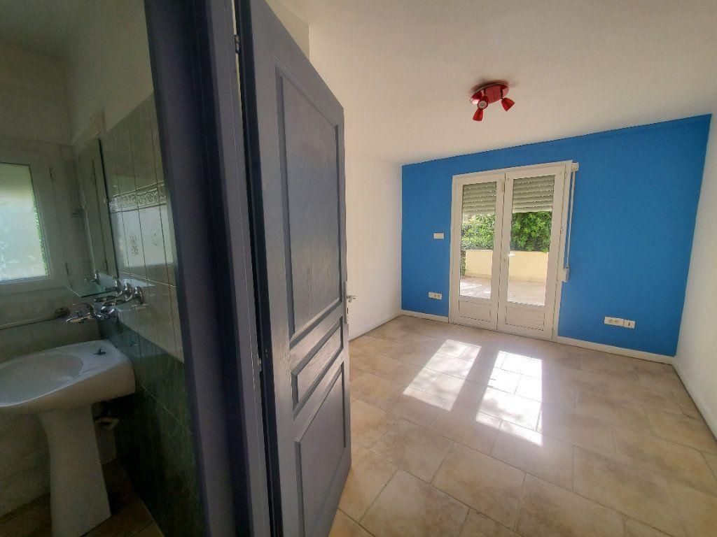 Maison à louer 3 85m2 à Pompignan vignette-4