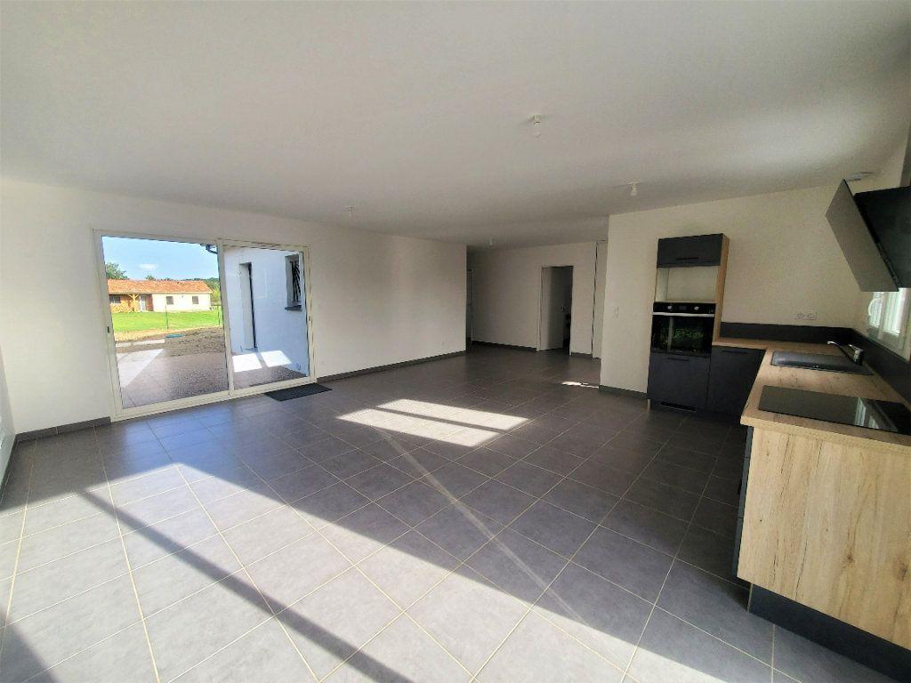 Maison à louer 4 104m2 à Pompignan vignette-2