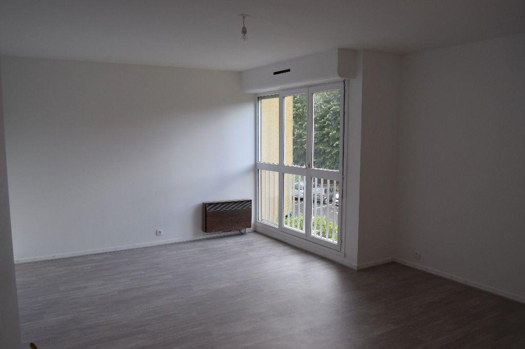 Appartement à louer 3 73.67m2 à Ézanville vignette-2