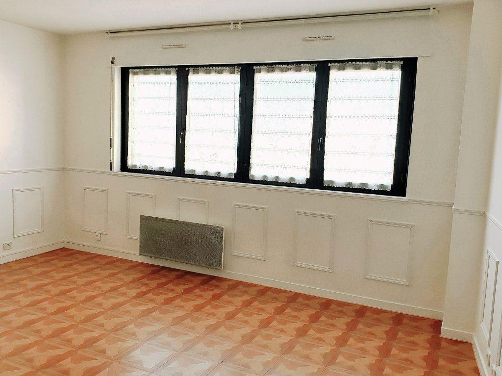 Appartement à louer 1 26m2 à Enghien-les-Bains vignette-1