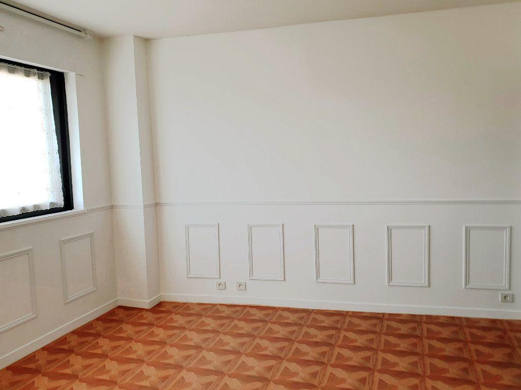 Appartement à louer 1 26m2 à Enghien-les-Bains vignette-2