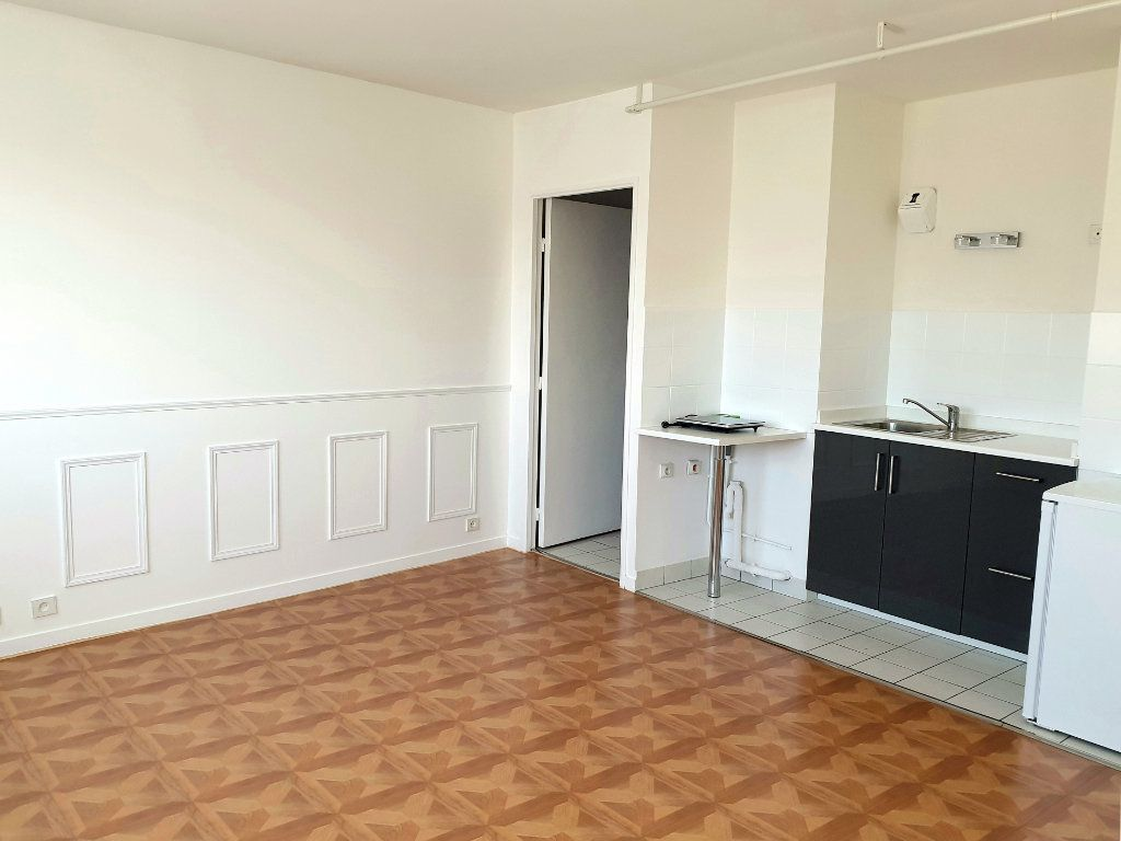 Appartement à louer 1 26m2 à Enghien-les-Bains vignette-3