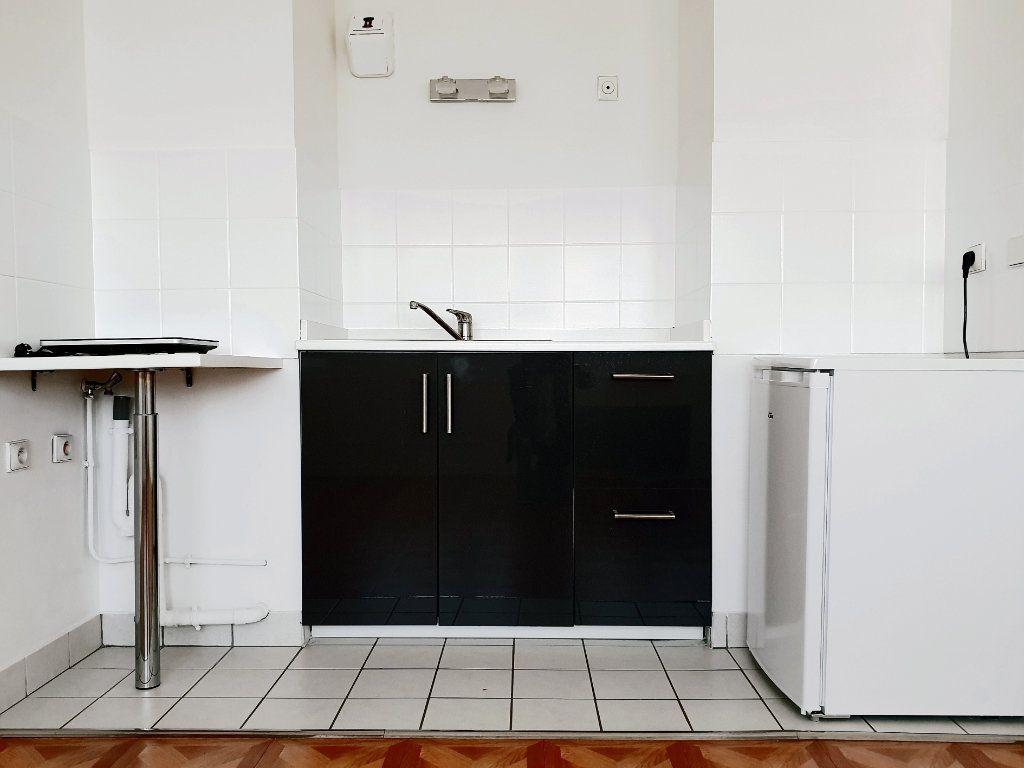 Appartement à louer 1 26m2 à Enghien-les-Bains vignette-4