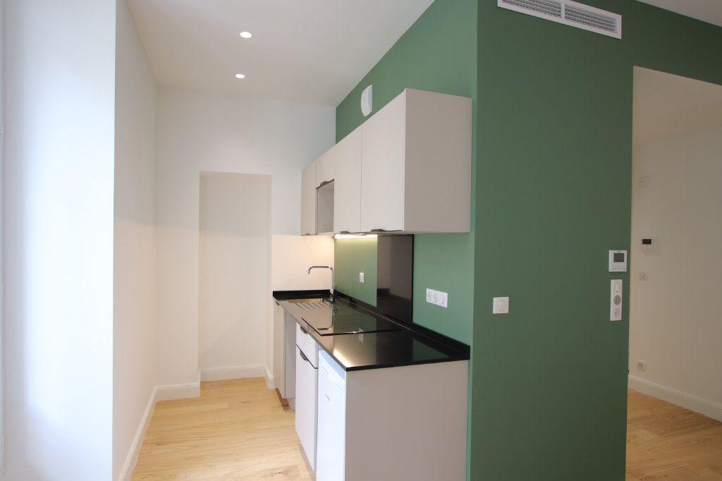 Appartement à louer 2 49.19m2 à Nice vignette-1