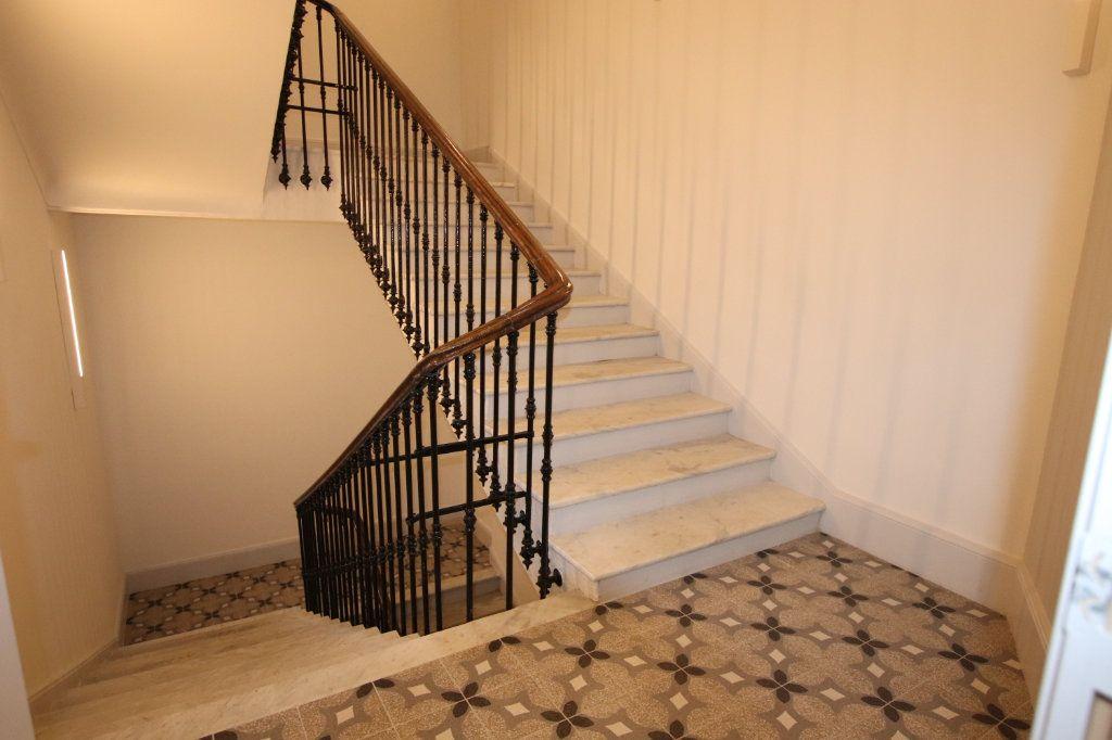 Appartement à louer 2 49.19m2 à Nice vignette-9