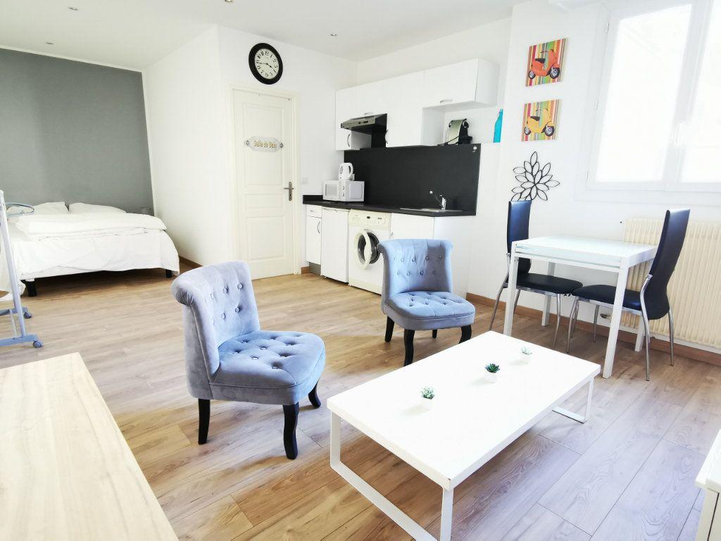 Appartement à louer 1 27.12m2 à Nice vignette-1