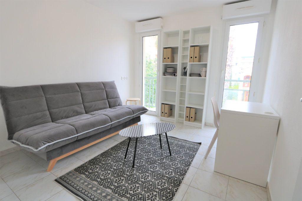 Appartement à louer 1 17.75m2 à Nice vignette-1