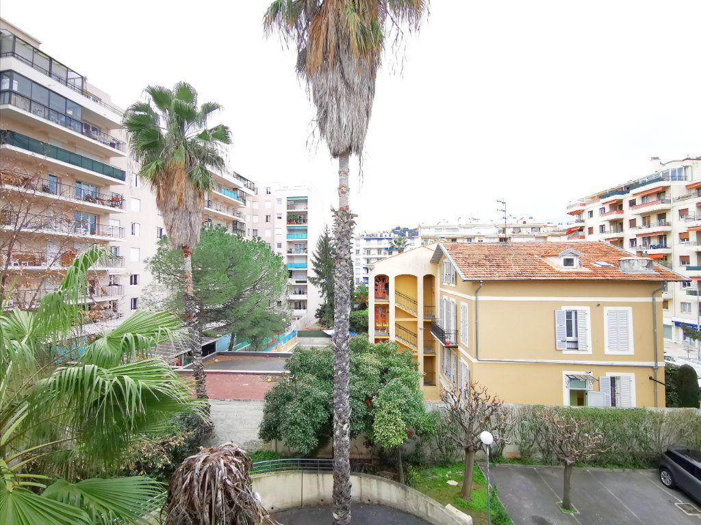 Appartement à louer 1 17.75m2 à Nice vignette-5