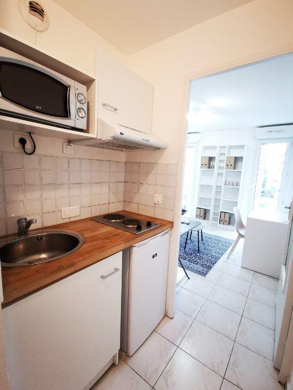 Appartement à louer 1 17.75m2 à Nice vignette-6