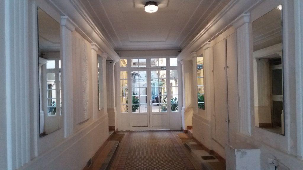 Appartement à louer 2 34.37m2 à Nice vignette-5