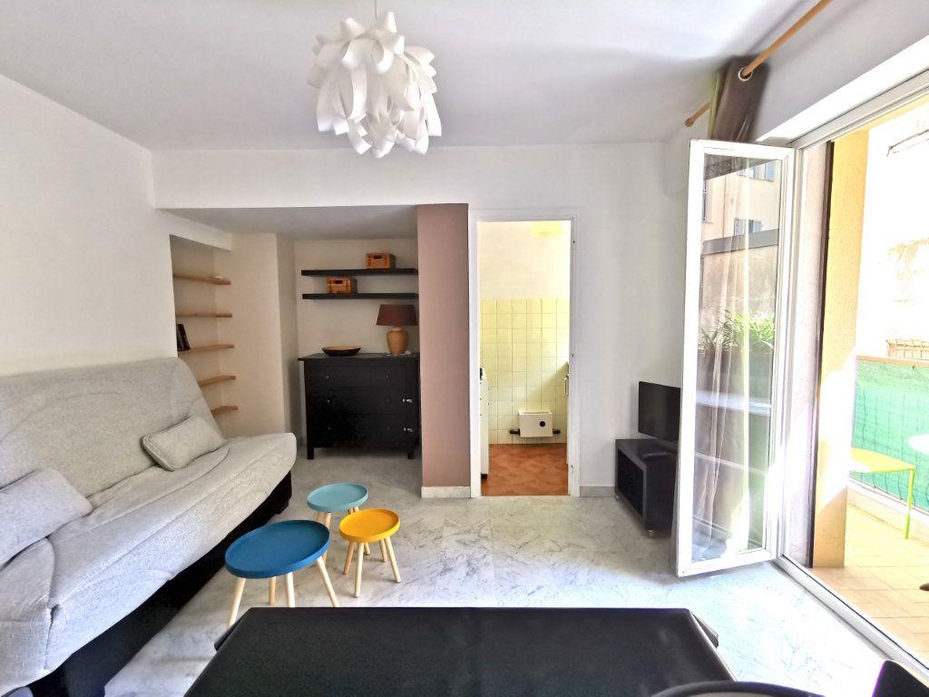 Appartement à louer 1 21.78m2 à Nice vignette-3