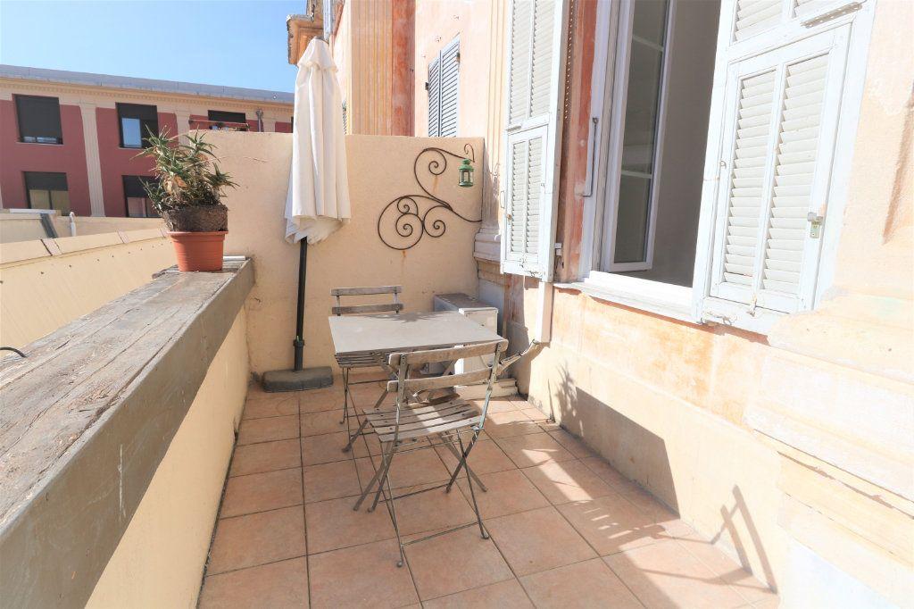 Appartement à louer 1 26.2m2 à Nice vignette-1
