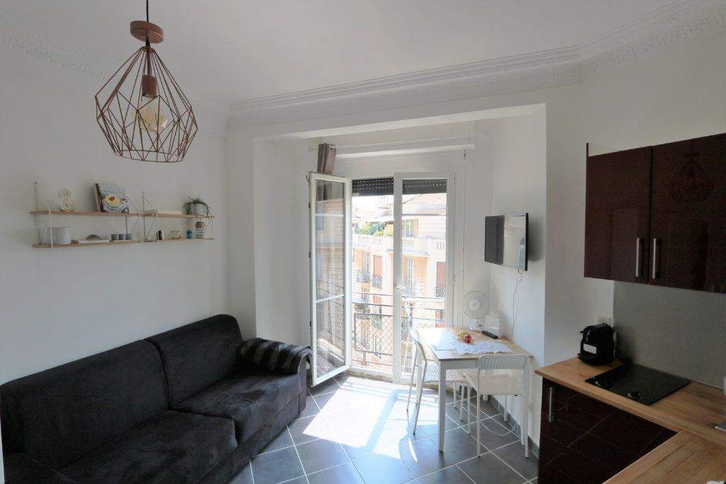 Appartement à louer 1 14.02m2 à Nice vignette-1