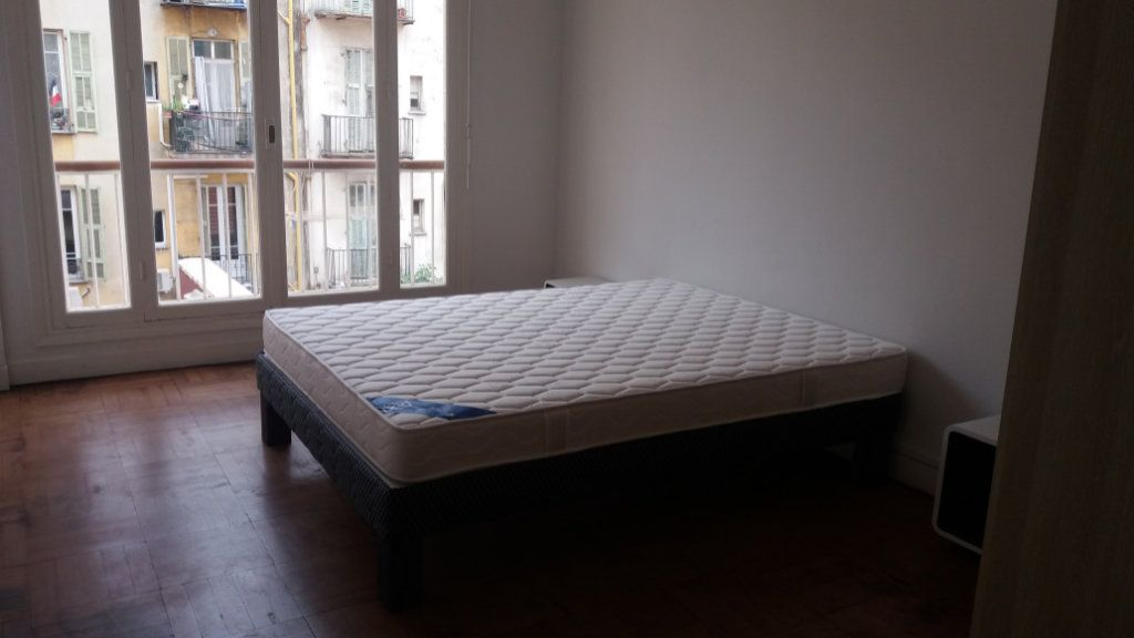 Appartement à louer 3 80.26m2 à Nice vignette-4