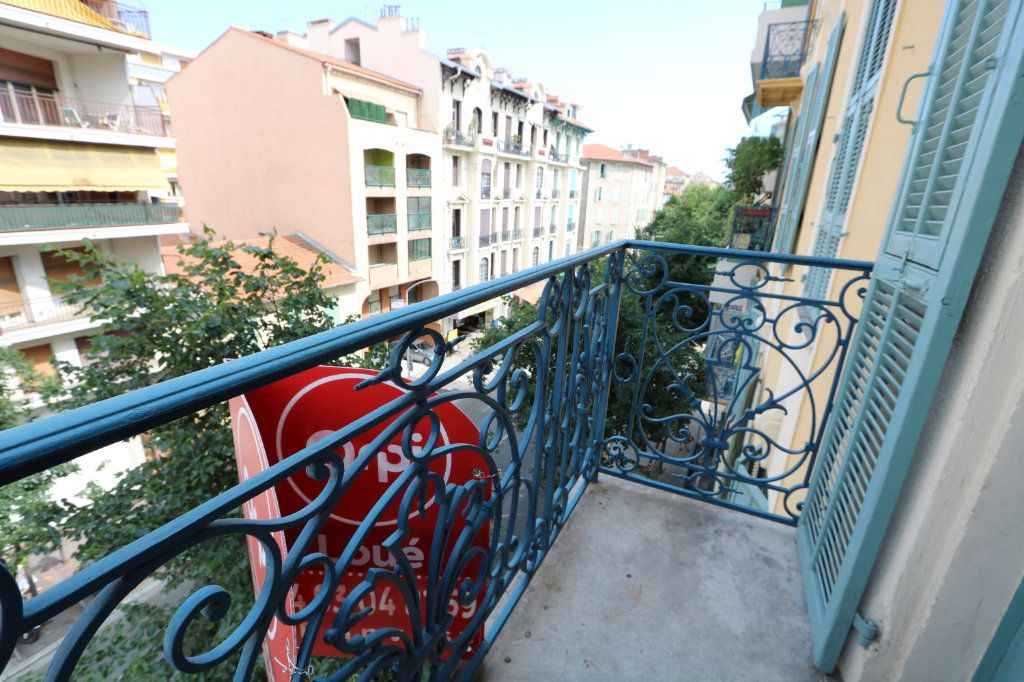 Appartement à louer 3 65.68m2 à Nice vignette-1