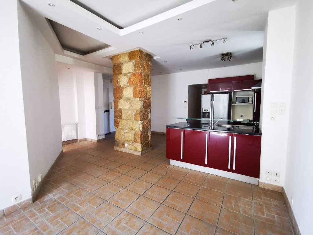 Appartement à louer 3 65.68m2 à Nice vignette-2