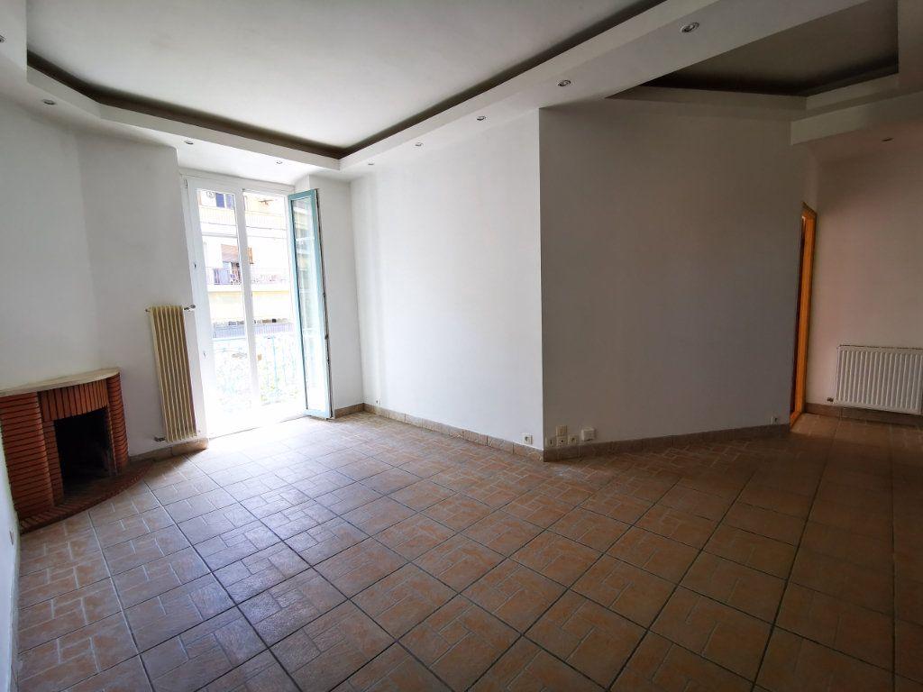 Appartement à louer 3 65.68m2 à Nice vignette-3
