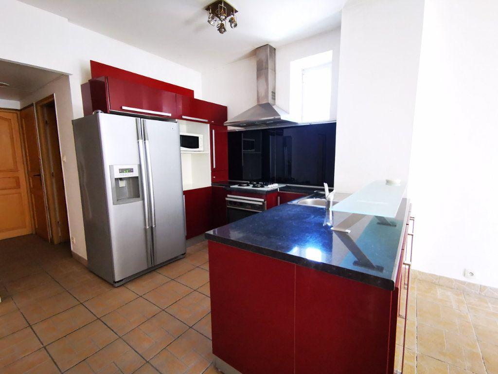 Appartement à louer 3 65.68m2 à Nice vignette-6