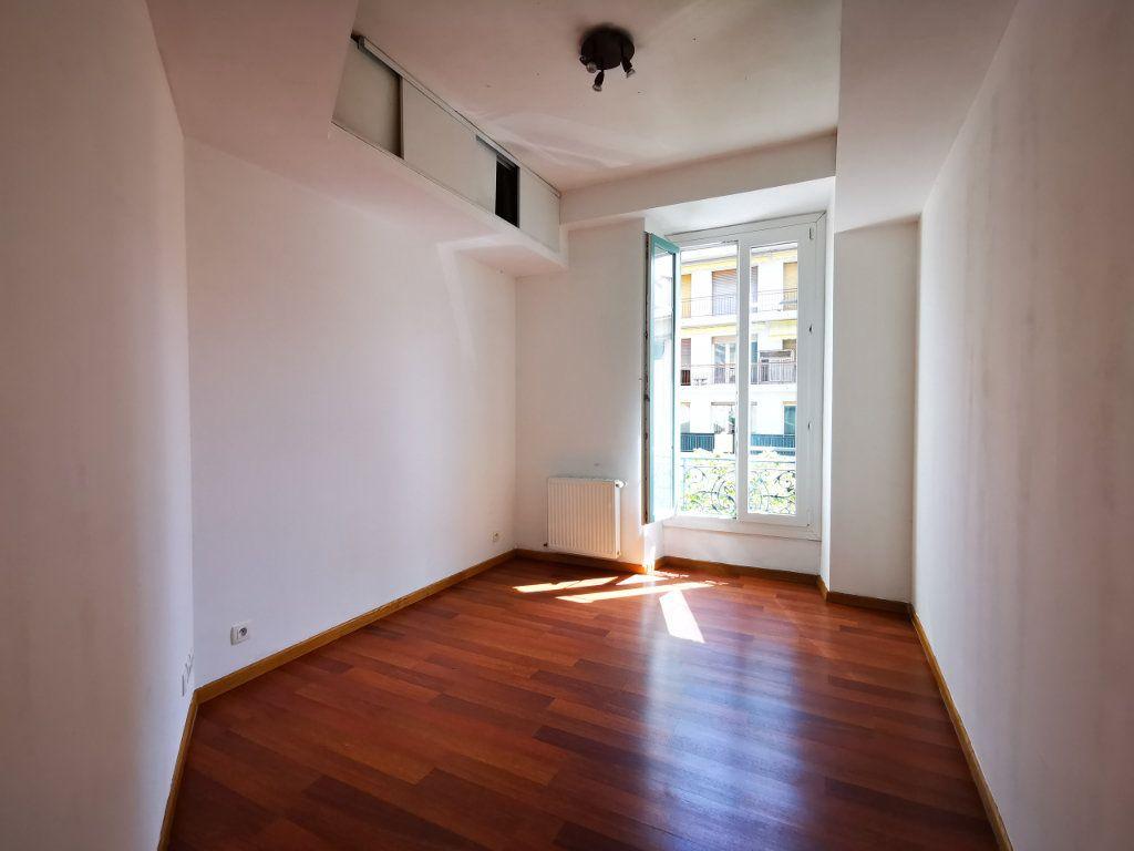 Appartement à louer 3 65.68m2 à Nice vignette-7