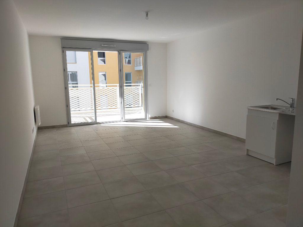 Appartement à louer 3 57.6m2 à Nice vignette-2