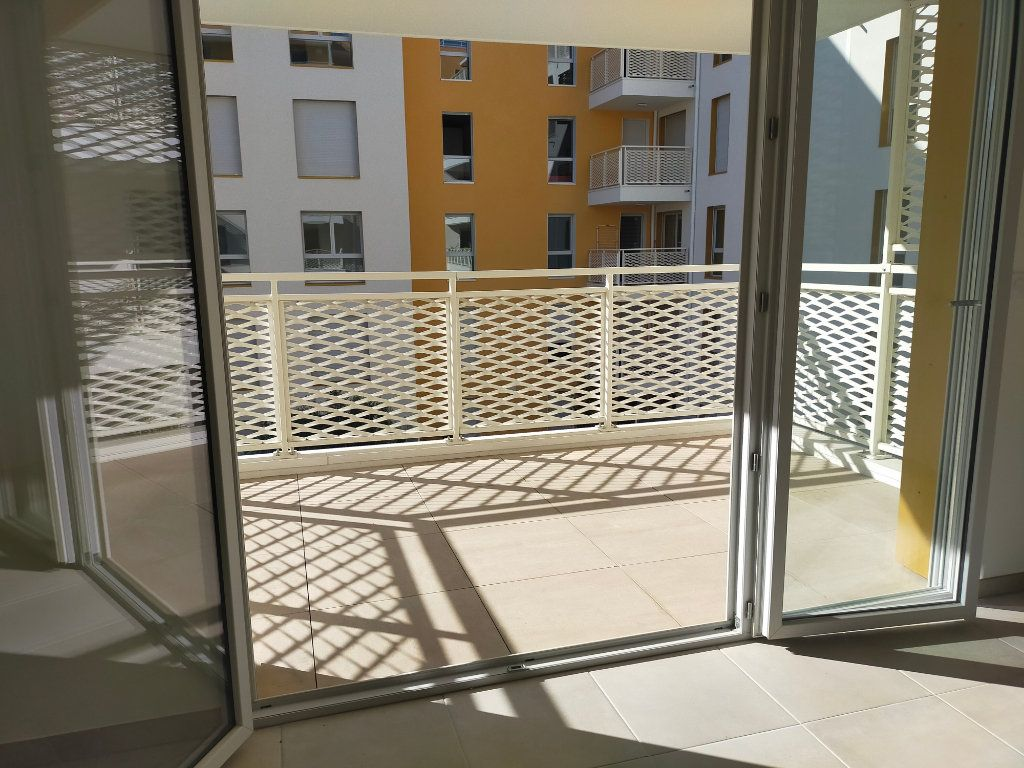 Appartement à louer 3 57.6m2 à Nice vignette-6