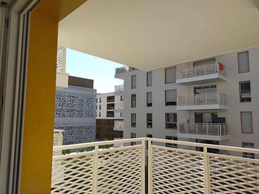 Appartement à louer 3 57.6m2 à Nice vignette-7