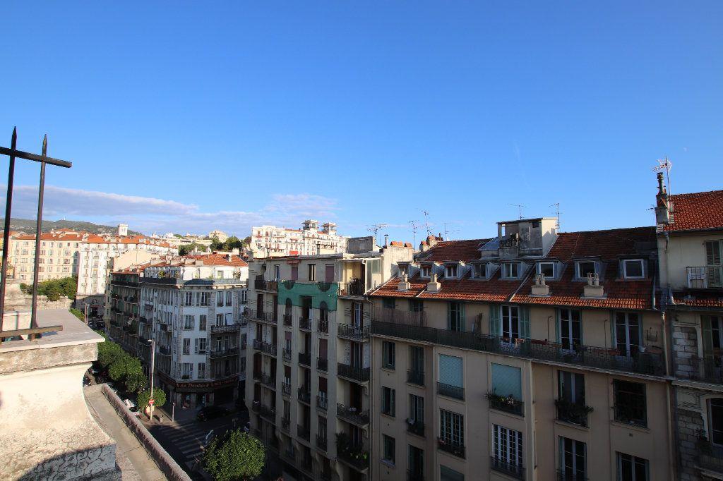 Appartement à louer 2 29.25m2 à Nice vignette-1