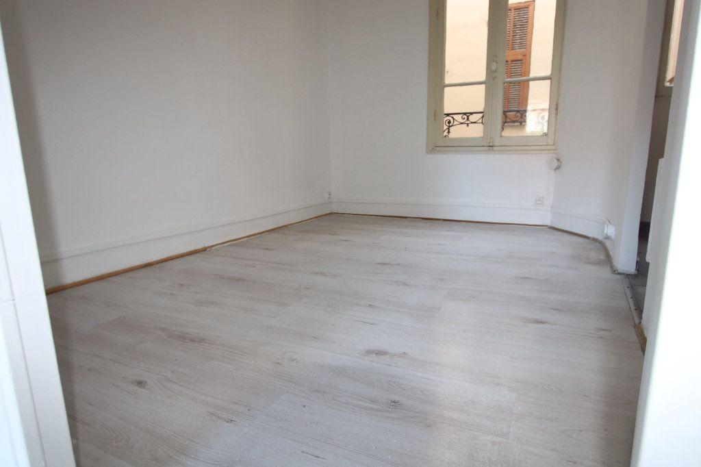 Appartement à louer 2 29.25m2 à Nice vignette-4