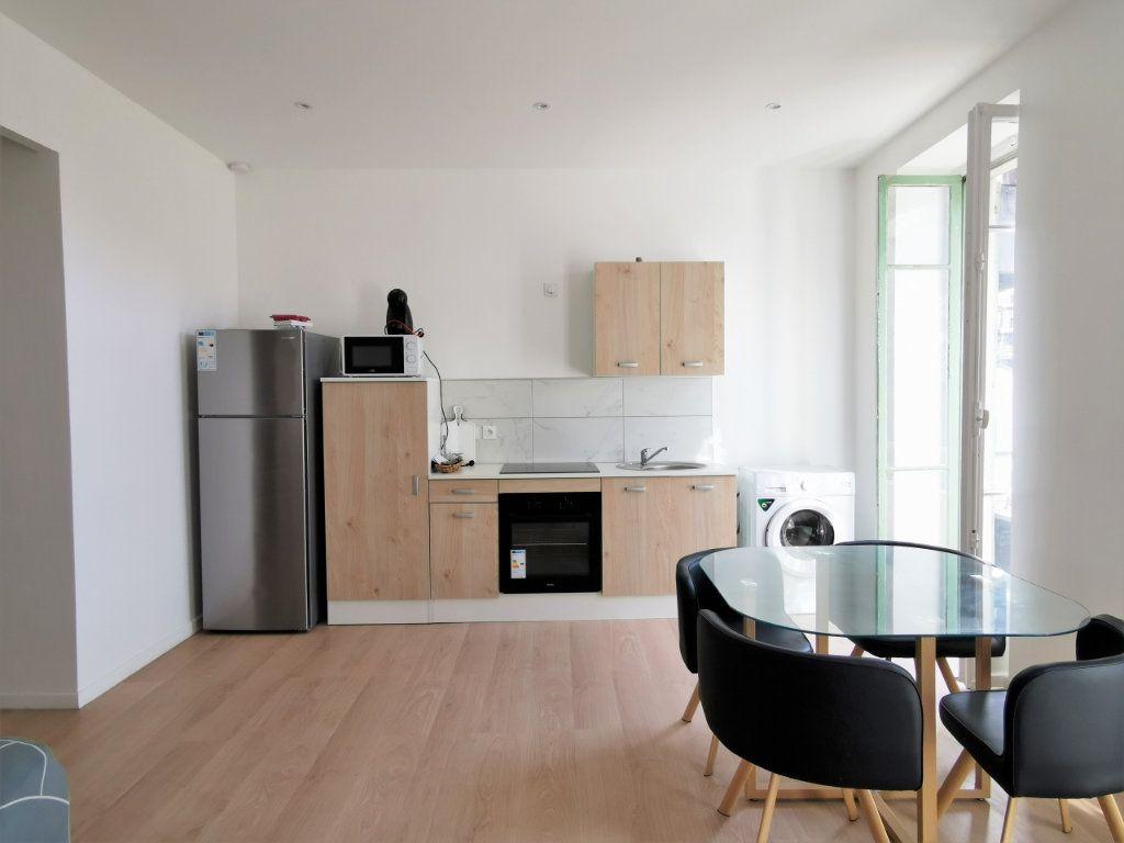 Appartement à louer 3 55.55m2 à Nice vignette-2
