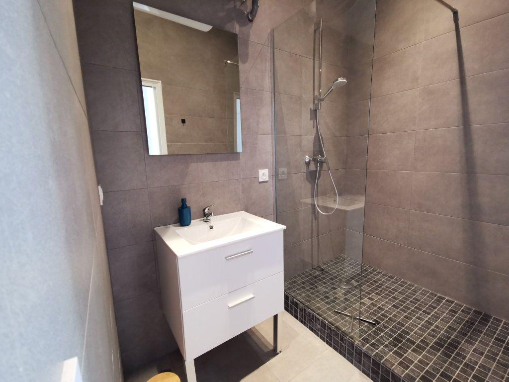 Appartement à louer 3 55.55m2 à Nice vignette-4