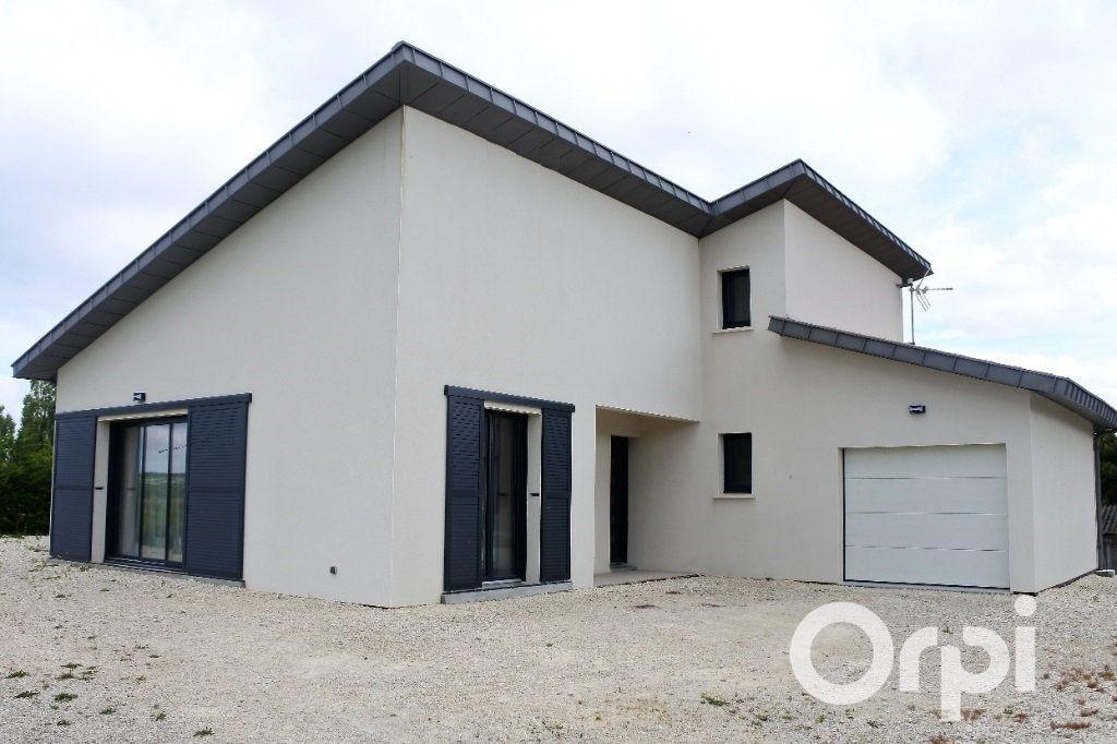 Maison à vendre 4 110m2 à Mornac-sur-Seudre vignette-1