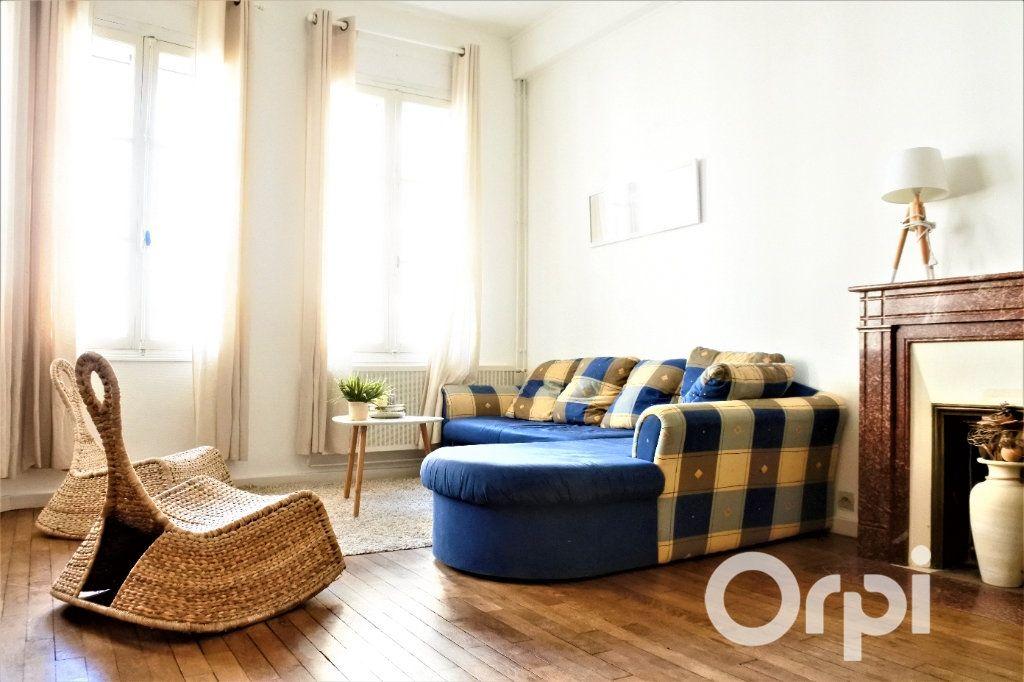 Appartement à vendre 4 99.665m2 à Royan vignette-1