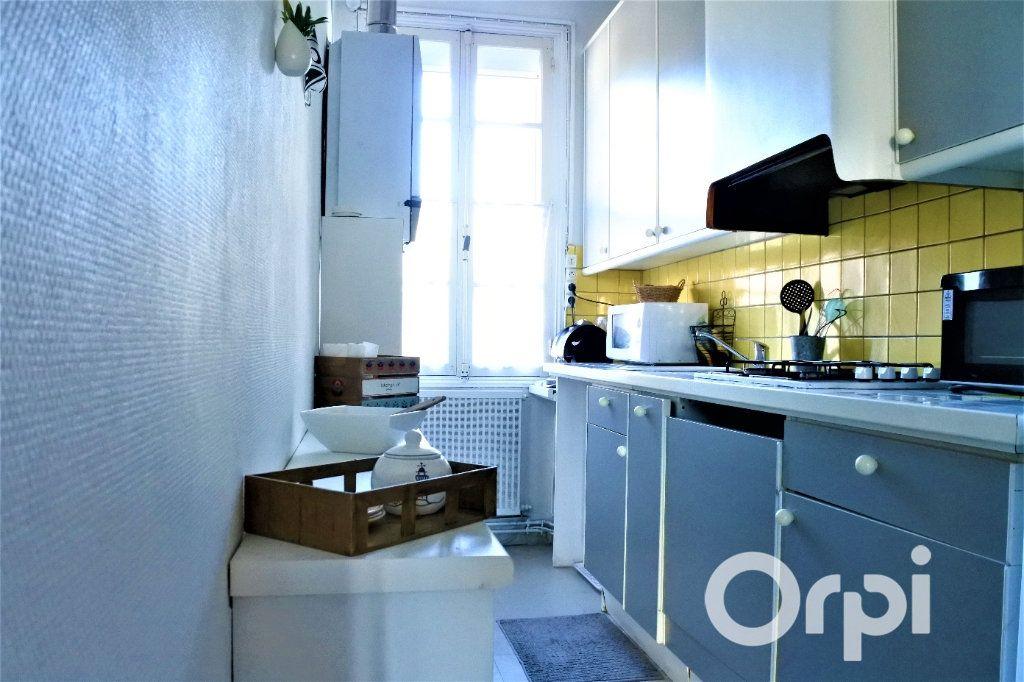 Appartement à vendre 4 99.665m2 à Royan vignette-4