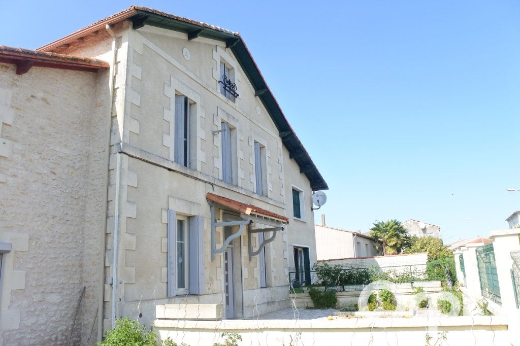 Maison à vendre 9 245m2 à Saint-Sulpice-de-Royan vignette-1