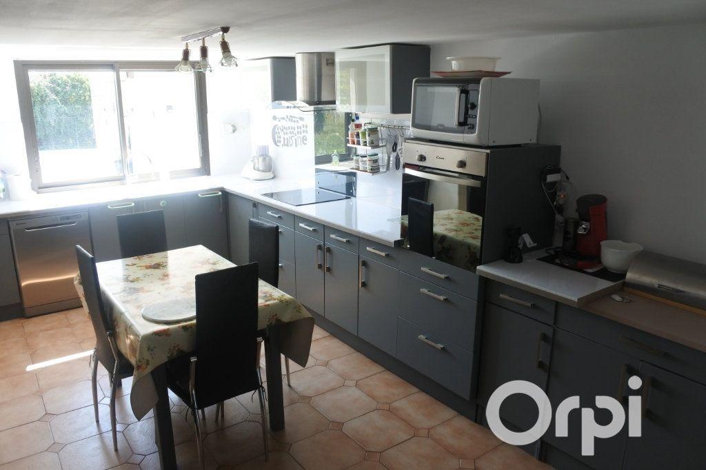 Maison à vendre 9 245m2 à Saint-Sulpice-de-Royan vignette-4
