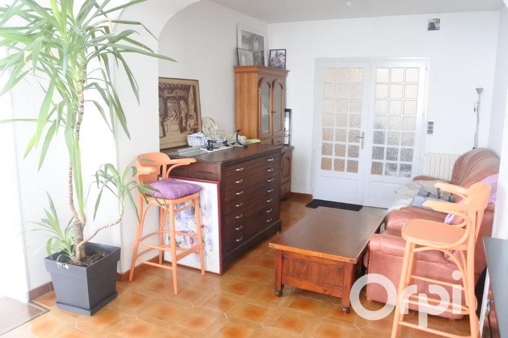 Maison à vendre 9 245m2 à Saint-Sulpice-de-Royan vignette-5