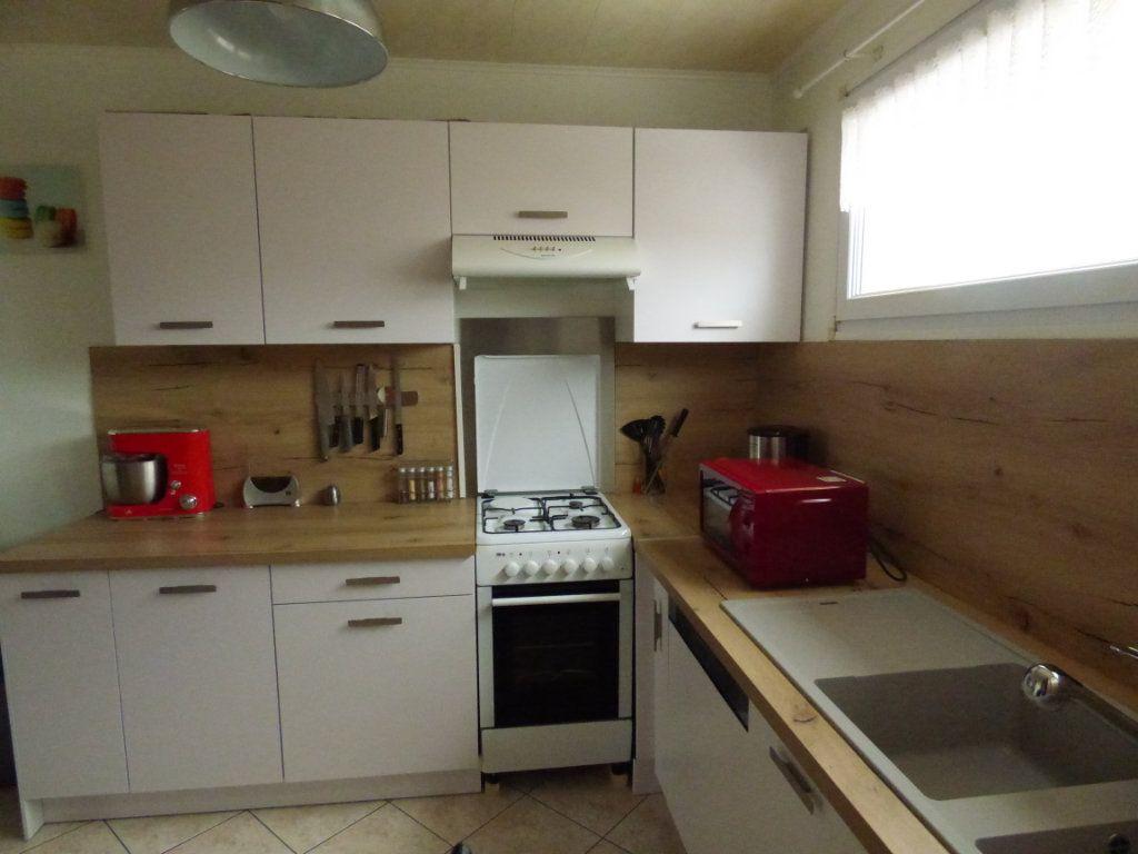 Appartement à louer 4 65m2 à Mondelange vignette-1