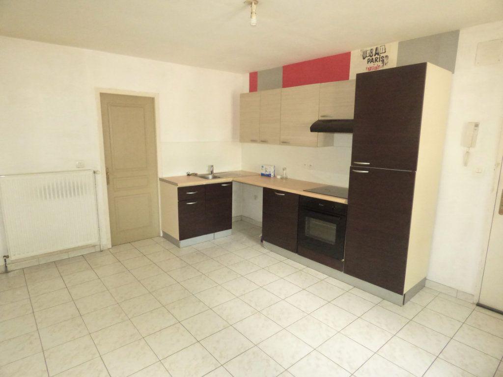 Appartement à louer 2 28m2 à Amnéville vignette-1