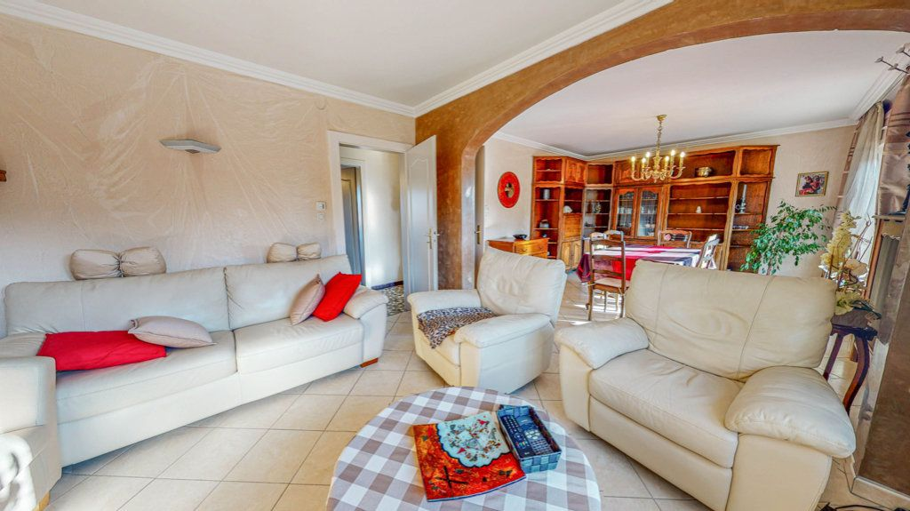 Maison à vendre 8 150.75m2 à Marange-Silvange vignette-3