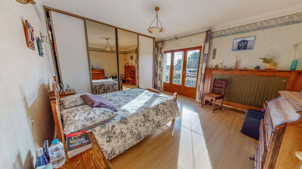 Maison à vendre 8 150.75m2 à Marange-Silvange vignette-5