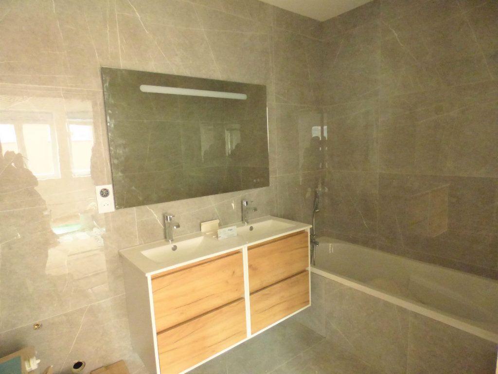 Appartement à louer 4 83m2 à Hagondange vignette-4