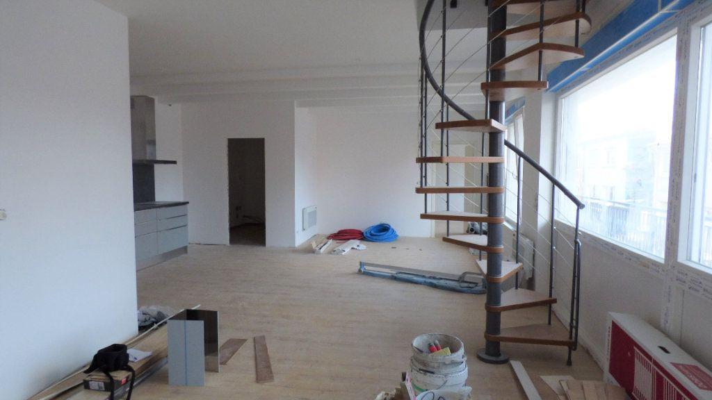 Appartement à louer 4 96.57m2 à Hagondange vignette-2