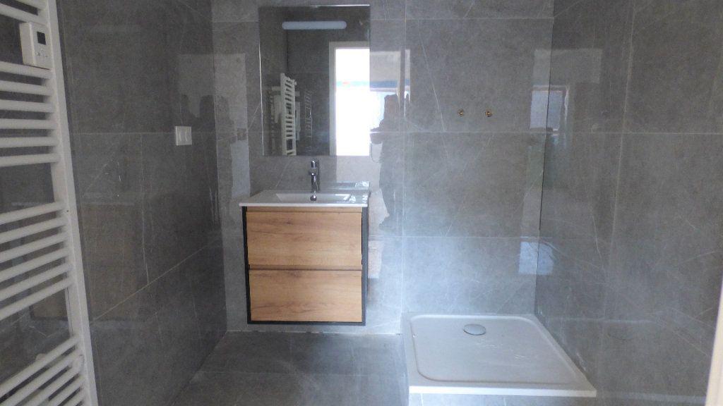 Appartement à louer 4 96.57m2 à Hagondange vignette-5