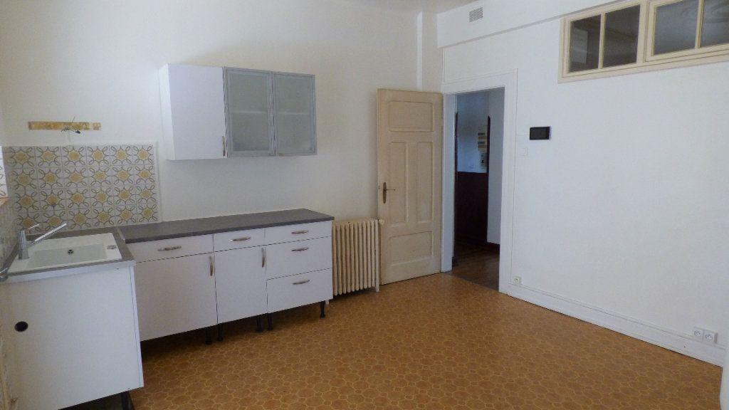 Appartement à louer 4 130m2 à Hagondange vignette-1